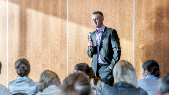 7 Must-Know Tips for Public Speaking in a Non-Native (for you) Language